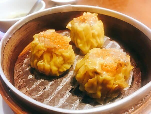 福盈門(フクエイモン) 新橋店 蟹卵の海老豚肉シュウマイ(430円)