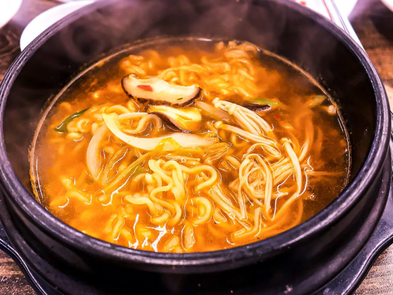 韓国の辛ラーメン麺固め